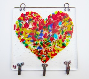 jewellery holder in a Loveheart shape obtained with pieces of colourful glass